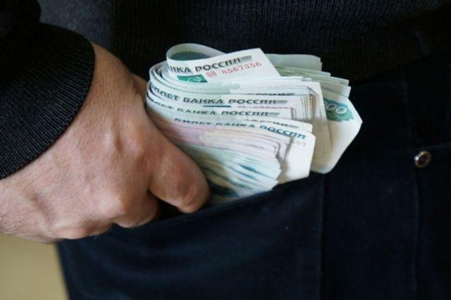 В Ставрополе полицейский обвиняется в мошенничестве и присвоении денег