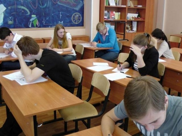 Выпускники 9-х классов сдали первый экзамен