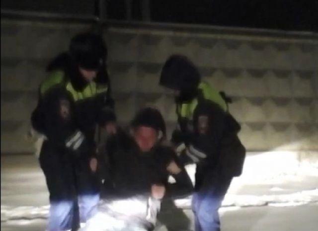 На Ставрополье автоинспекторы спасли потерявшего сознание на улице мужчину
