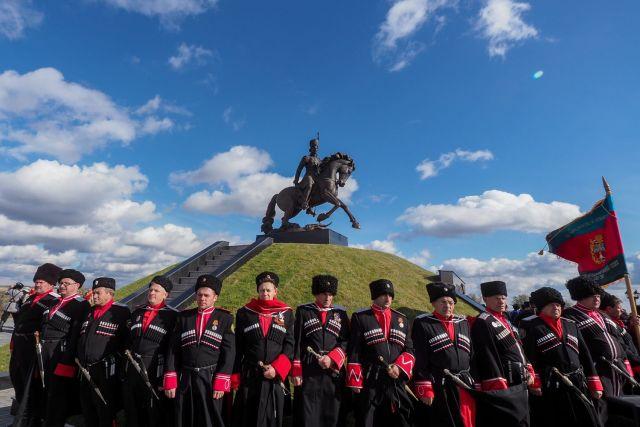 В Ставропольском крае открыли памятник атаману Матвею Платову