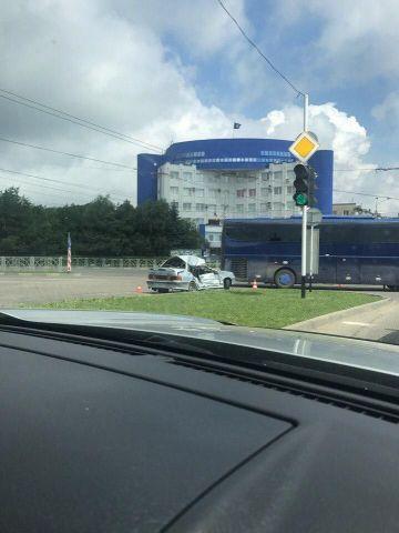 В Ставрополе рейсовый автобус с пассажирами врезался в легковушку