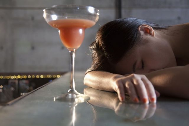 Житель Ставрополья обокрал уснувшую в кафе девушку
