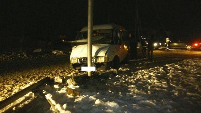 На Ставрополье легковушка столкнулась с маршруткой, пострадали три человека