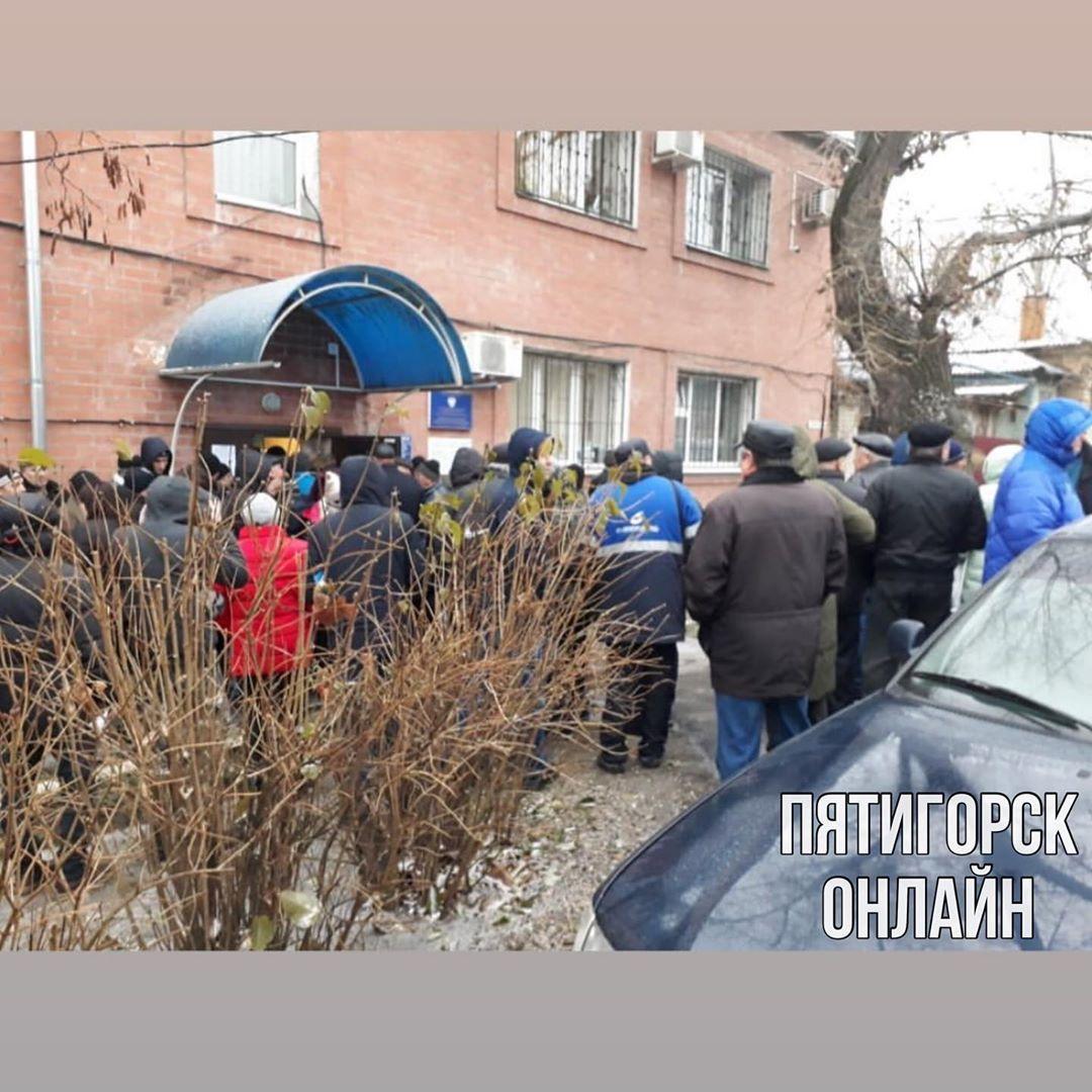 Ставропольцы выстроились в очереди за медсправками для водительских прав