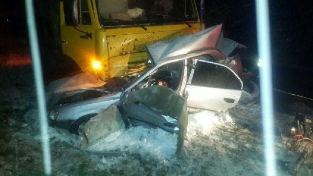 В Ставропольском крае при столкновении «КамАЗа» и легковушки погибли два человека