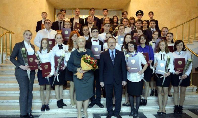 76 талантливых молодых людей наградили в руководстве  Ставрополья