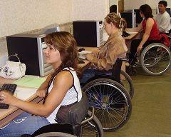 Инвалидов будут обучать через интернет