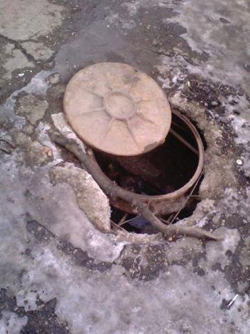В Кисловодске школьник провалился в канализационный люк