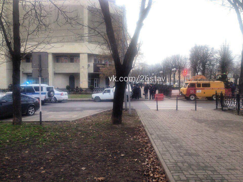ВСтаврополе студентов университета эвакуировали изздания из-за подозрительного мусорного бака
