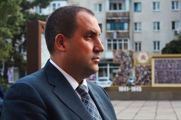 Главу Минвод Сергея Перцева оштрафовали за отказ избавиться от конопли
