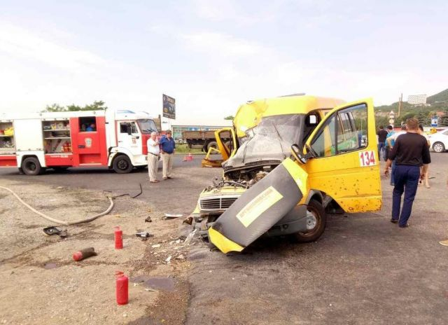 Следственный комитет начал проверку по факту гибели пассажиров маршрутки на Ставрополье