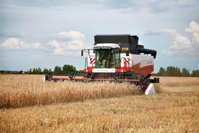 Новые комбайны поступают ставропольским аграриям