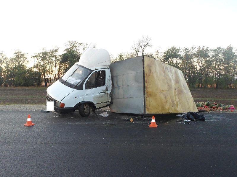 «ГАЗель» сарбузами перевернулась наСтаврополье, пострадал шофёр