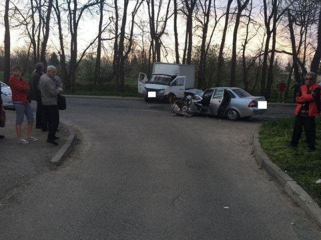 В Ставрополе при столкновении грузовой «ГАЗели» и легковушки пострадали оба водителя