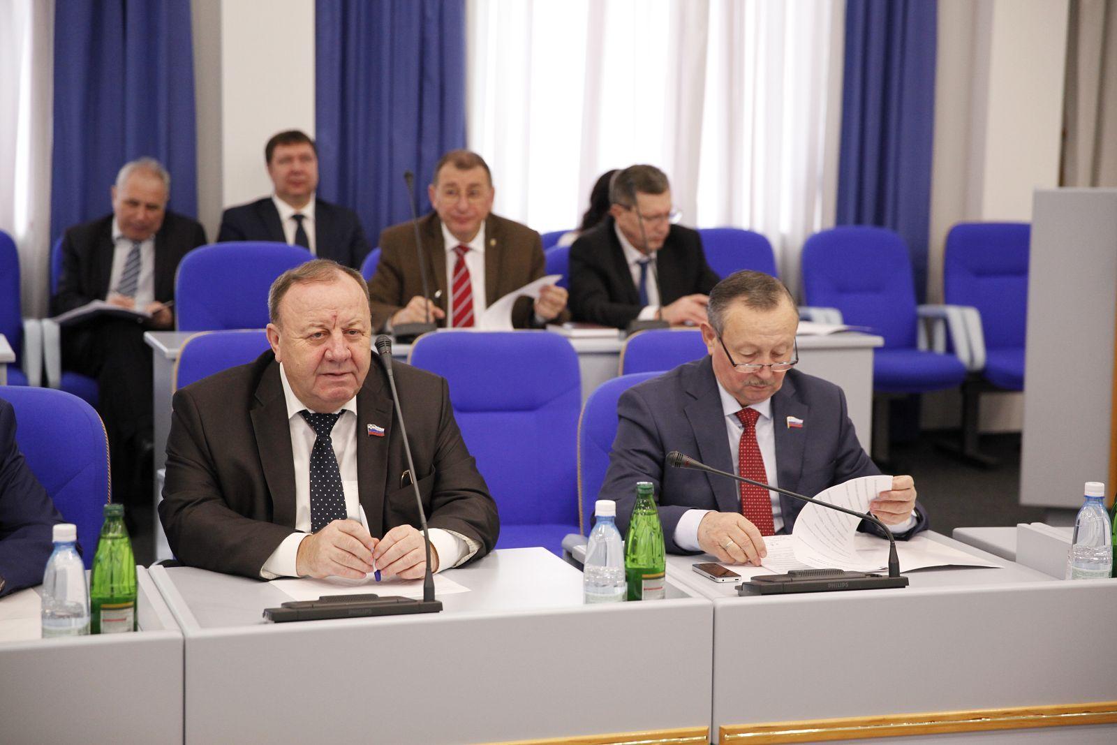 Краевые парламентарии наметили план работы на 2017 год