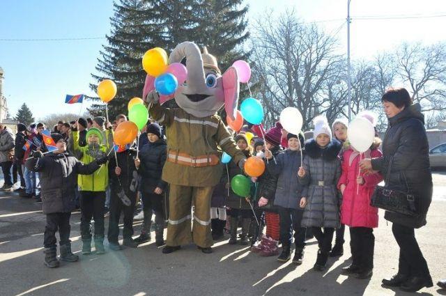 Первый детский флешмоб организовали ставропольские пожарные