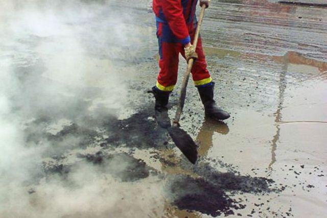 Активисты ОНФ обнаружили, что в Железноводске асфальт кладут в лужи