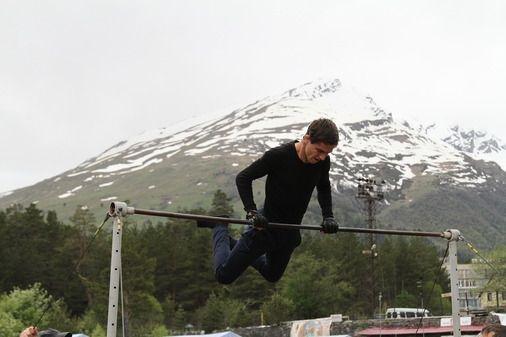 Спасатели Северного Кавказа соревновались в выполнении упражнений на перекладине