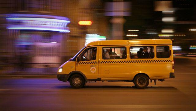 В Ставрополе уволили водителя маршрутки, объехавшего пробку по газону