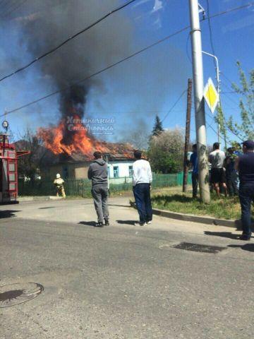 На улице Ставрополя загорелся частный дом