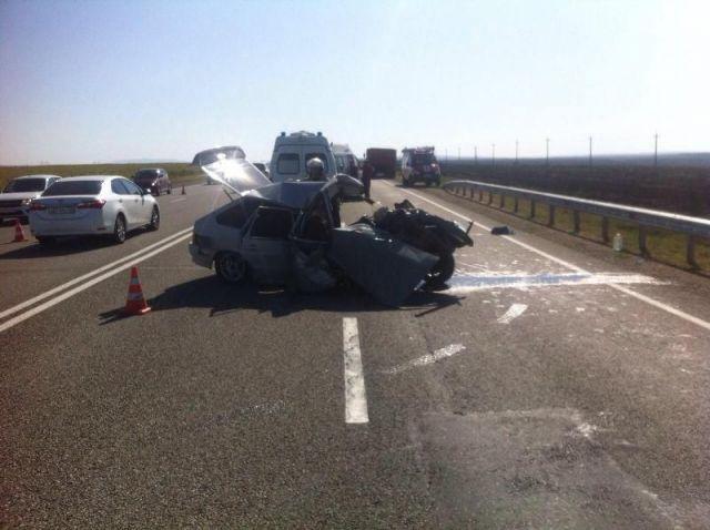 На Ставрополье грузовик столкнулся с легковушкой, пострадали четыре человека