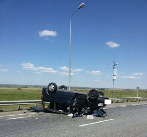 На Ставрополье в перевернувшемся минивэне получили травмы три гражданина Армении