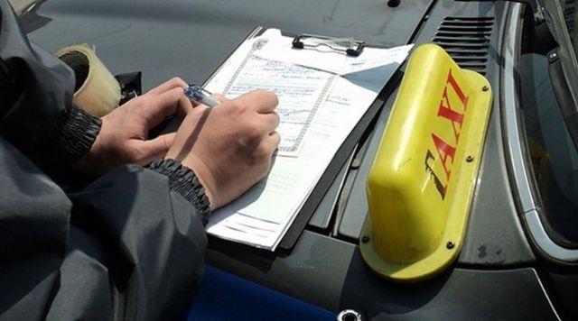 Правоохранители выявили около 130 нарушений работы таксистов в Ставрополе