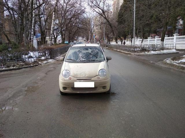 Двое школьников попали под колёса автомобиля в Ставрополе