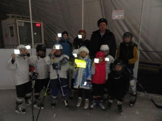 На Ставрополье стартовала серия хоккейных матчей в поддержку использования световозвращателей
