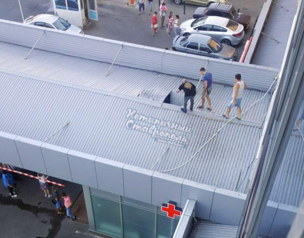 В Ставрополе из окна торгово-офисного центра выпал мужчина