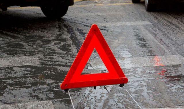 В Ставрополе водитель врезался в стоящие две легковушки и скрылся с места ДТП