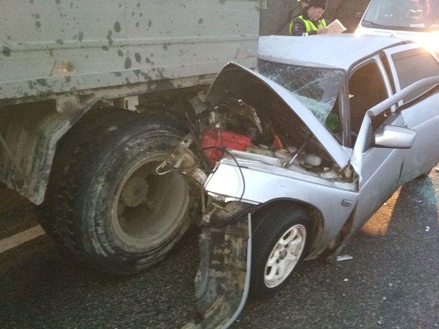 НаСтаврополье шофёр заснул зарулём иврезался вбольшегруз
