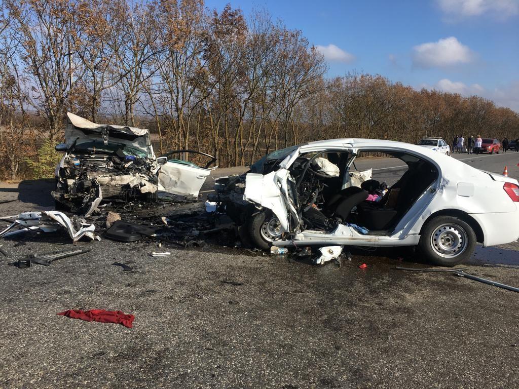 На Ставрополье два человека погибли в лобовом столкновении на трассе