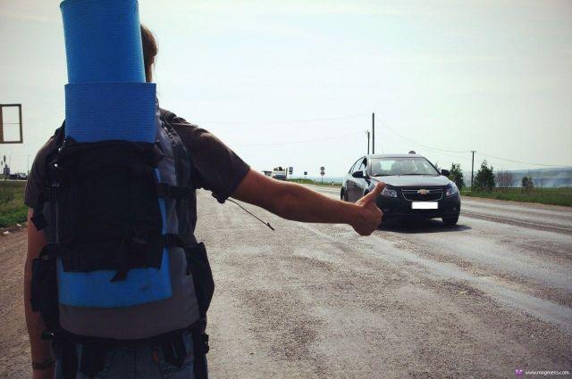 На Ставрополье трое молодых людей ограбили попутчика, путешествовавшего автостопом