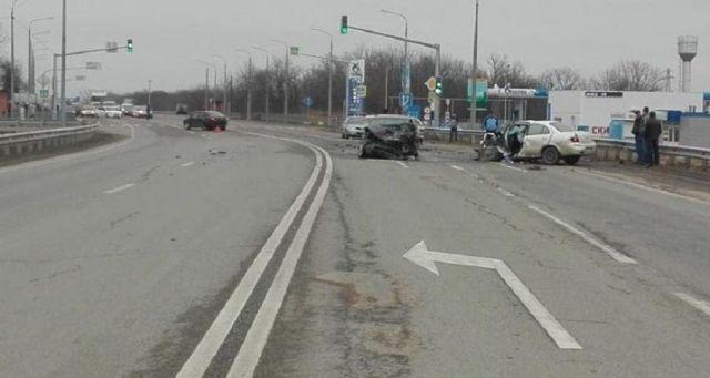 На федеральной трассе «Кавказ» произошло ДТП с участием четырёх автомобилей