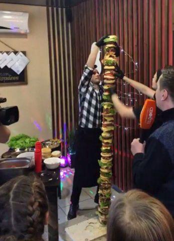 Самый большой в мире бургер приготовили на Ставрополье