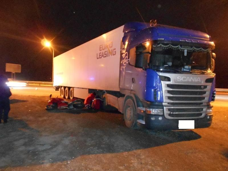 НаСтаврополье мотоциклист умер под колесами фуры