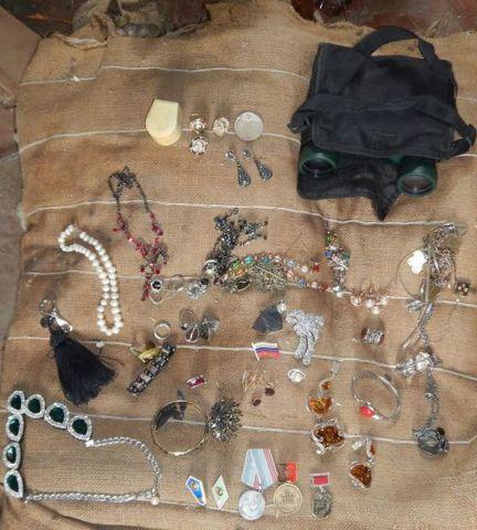 Ювелирные изделия на сумму 200 тысяч рублей украл у женщины злоумышленник на Ставрополье