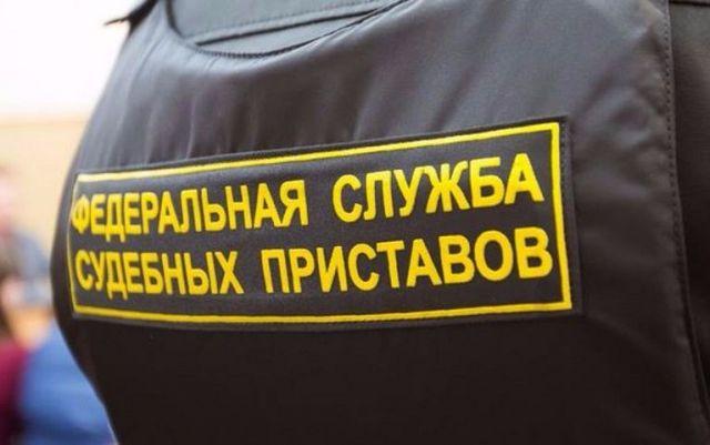 У пассажира аэропорта Ставрополя приставы за налоговые долги забрали телефон