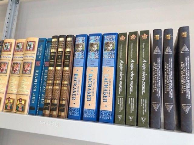 Новая школа в Ставрополе получила в подарок 1200 книг