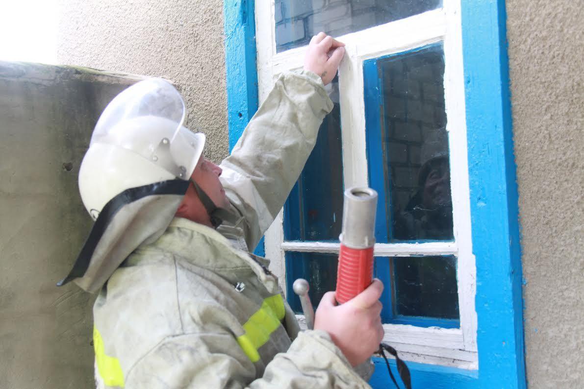 Пожарные спасли мужчину иззадымленного дома наСтаврополье