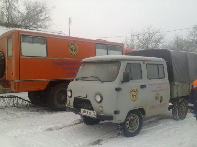 Ставропольские спасателитранспортируют из заносов автомобилистов