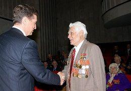 Ветераны получили медали к 65-летию Победы из рук губернатора