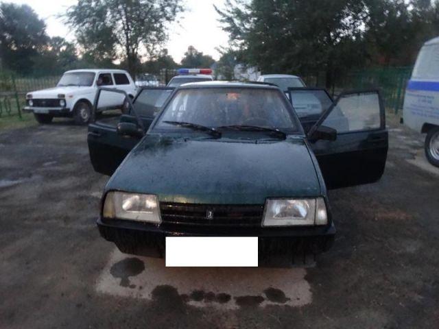 20-летний пассажир выпрыгнул из автомобиля на Ставрополье и погиб