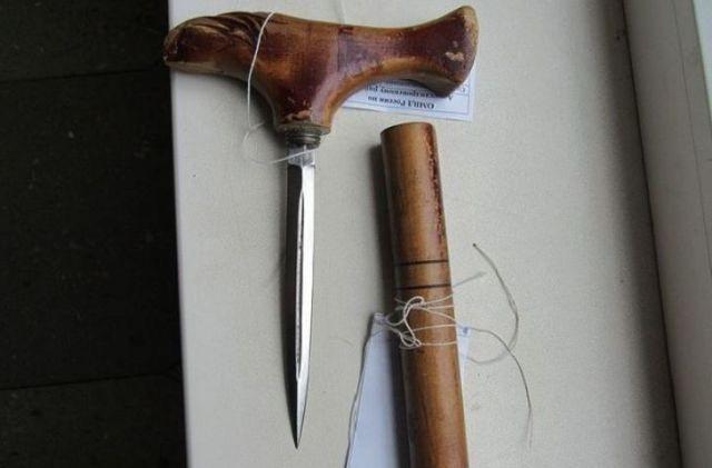 Ставрополец замаскировал холодное оружие под деревянную трость