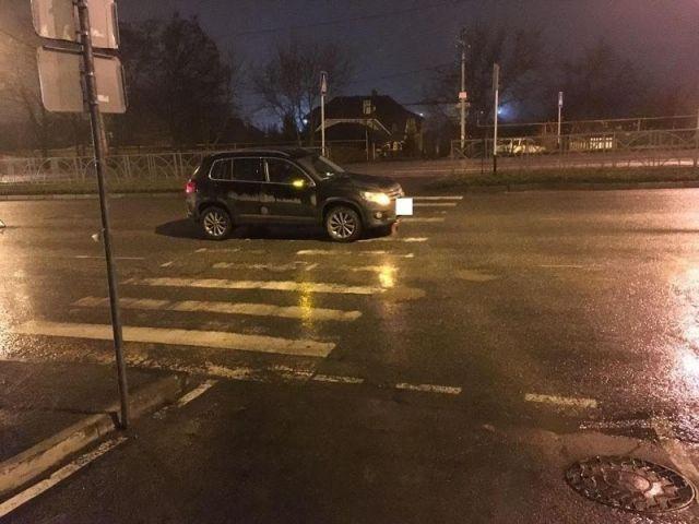 В Ставрополе на пешеходном переходе внедорожник сбил двух девушек