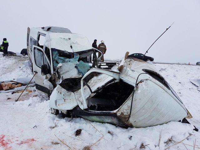 Два человека погибли при столкновении микроавтобуса и грузовой «ГАЗели» в Ставропольском крае
