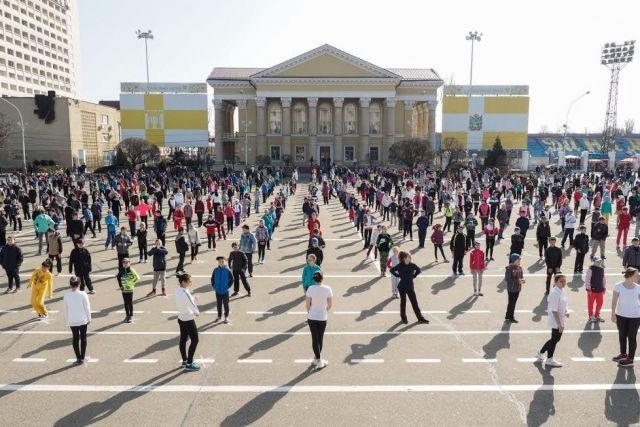 Всемирный День здоровья в Ставрополе начался с общегородской зарядки