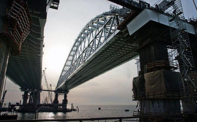 Автомобильное движение по Крымскому мосту будет запущено 16 мая