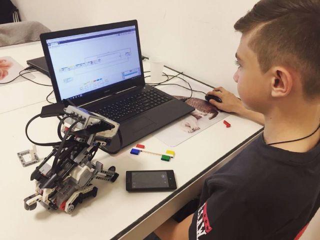 Школьники из Железноводска изобрели робота-помощника для трудящихся АПК